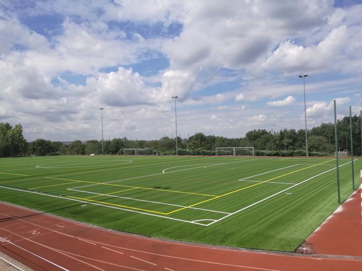 Sportovní areál Pražačka otvírá nově zrekonstruované hřiště