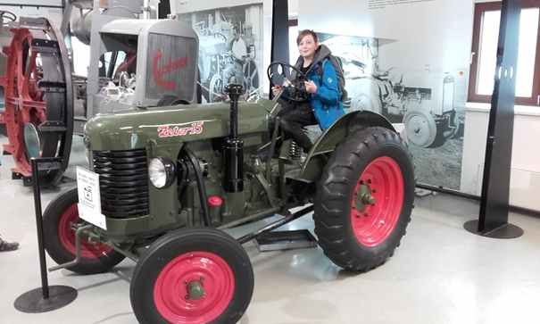 Zemědělské muzeum - nadějný budoucí traktorista ze 6.A