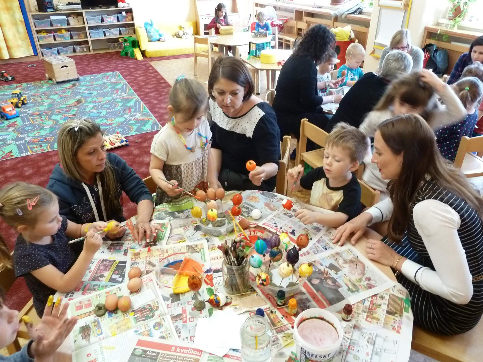 """MŠ Pražačka – Cesta k dětské kreativitě – Projekt č.5   """"Tvořivé dílny pro rodiče a děti"""""""