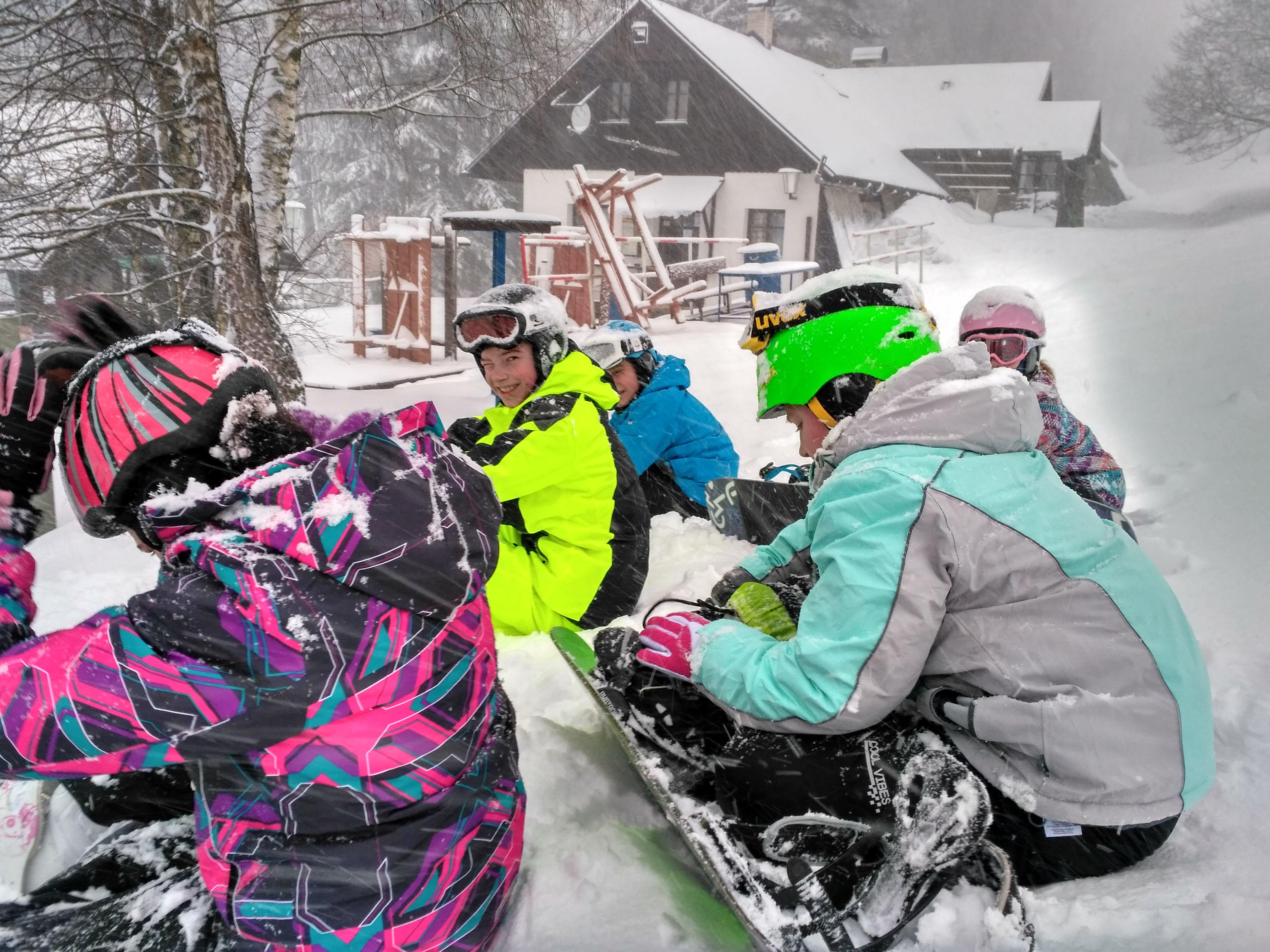 Lyžařský a snowboardový výcvikový kurz žáků 2. stupně, Základní škola, Praha 3, nám. Jiřího z Poděbrad