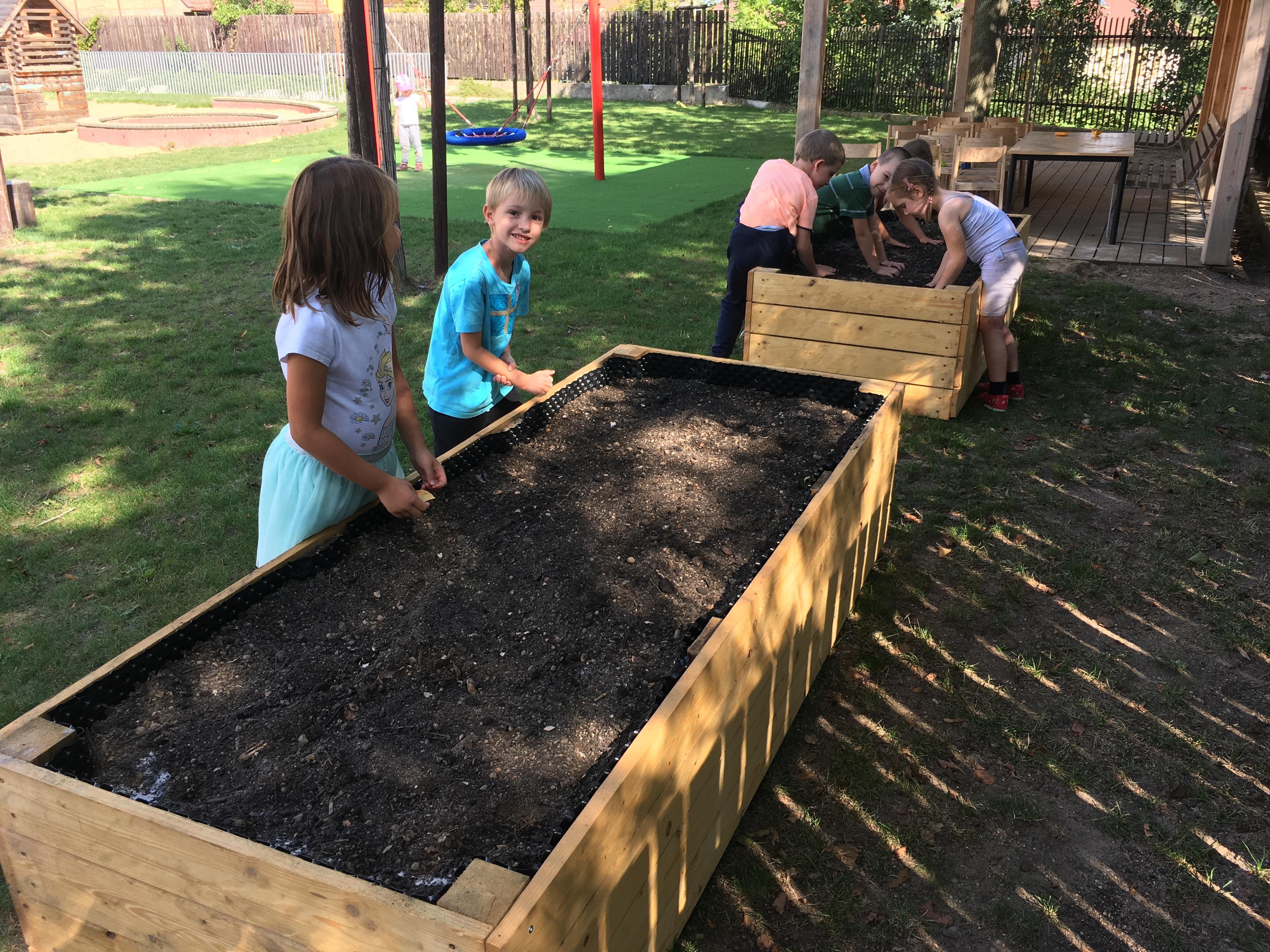 Malí zahradníci v ZŠ a MŠ Jarov