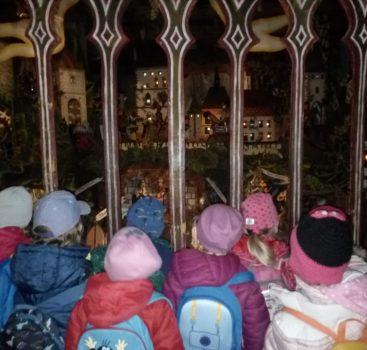 Vánoční výlet MŠ Na Vrcholu na Karlštejn nejen do muzea betlémů