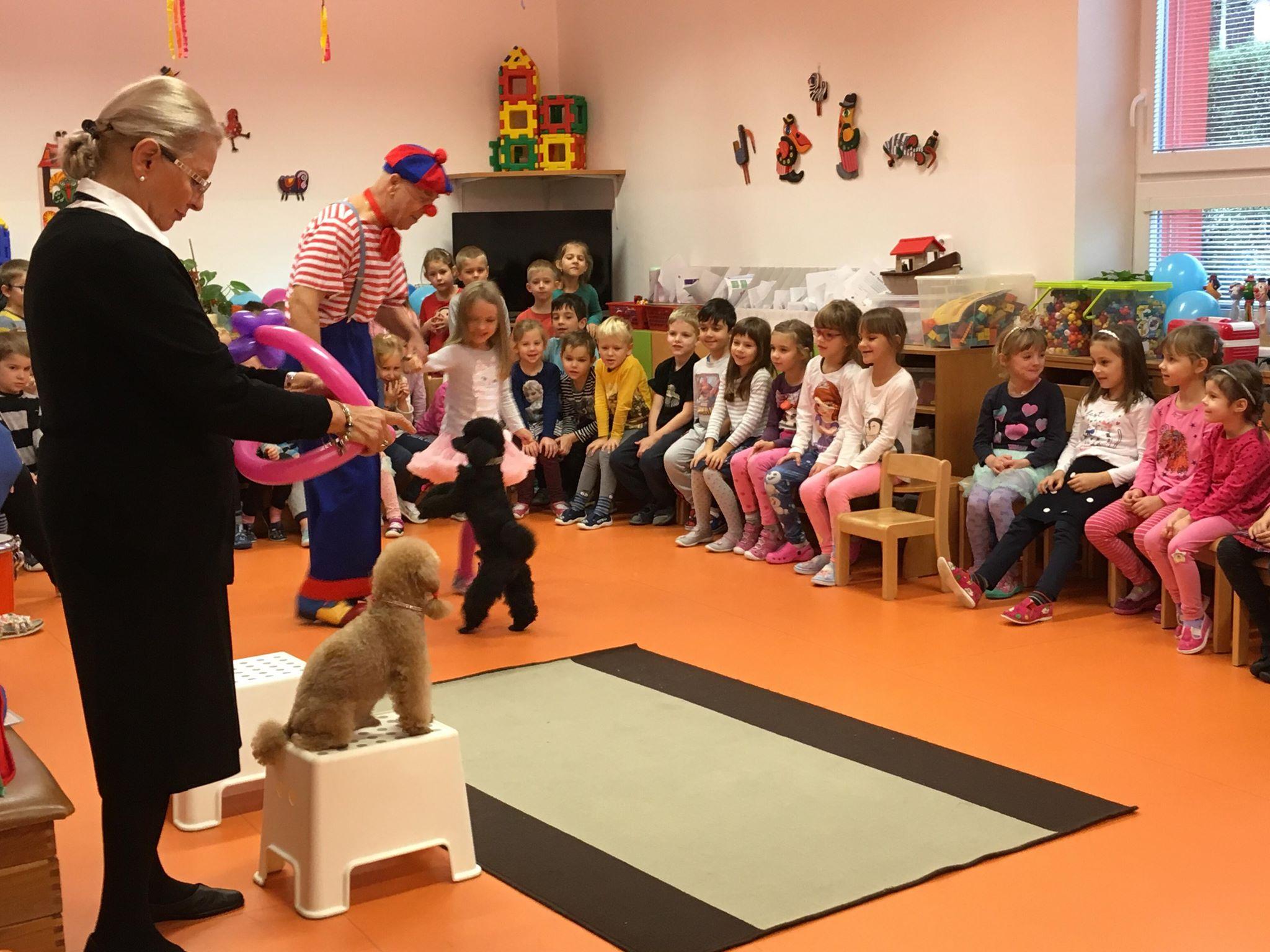 Klaun Pepíno a jeho psí kamarádi v MŠ Jeseniova 204