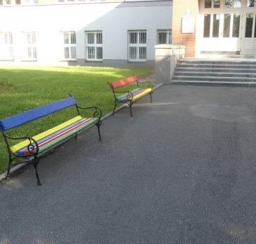 Žáci ZŠ Pražačka zvelebují školní dvůr
